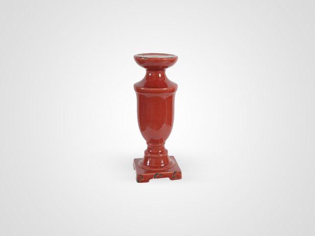 Подсвечник красного цвета в классическом стиле