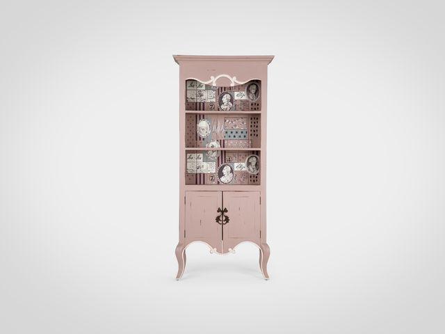 Книжный шкаф в английском стиле с росписью ручной работы
