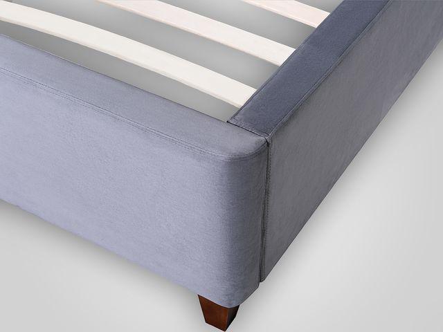 Кровать в ткани из велюра в классическом стиле