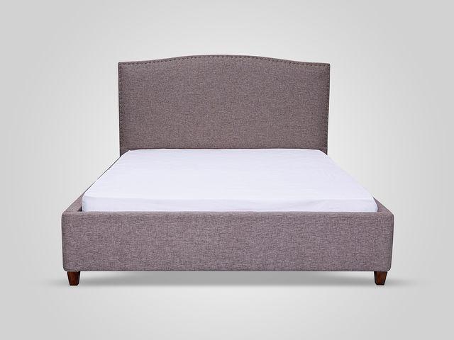 Кровать с мягким изголовьем в классическом стиле