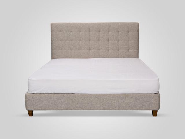 Кровать в бежевом цвете  в классическом стиле