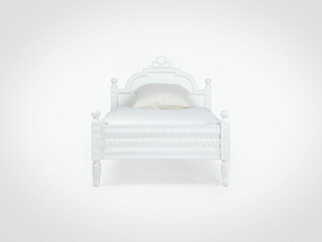 Кровать детская в скандинавском стиле из дерева махагони