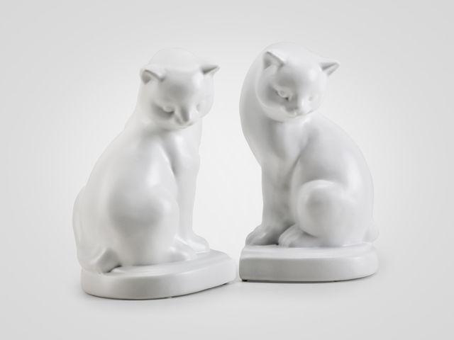 Держатели для книг «Кошки» в белом цвете в классическом стиле