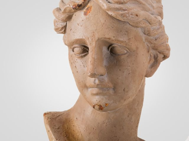 Скульптура «Голова женщины»