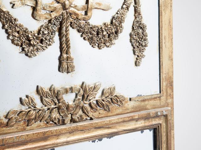 Зеркало настенное в стиле винтаж в состаренной раме