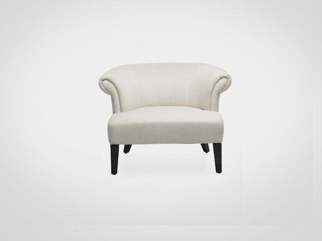 Кресло в светлой обивке в скандинавском стиле