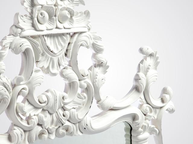 Зеркало «Наполеон» в белом цвете, из дерева натурального с резьбой ручной работы